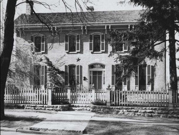 Grant Wood's Iowa City home, 1142.